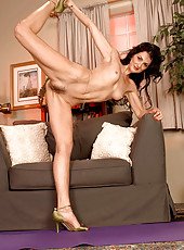 Flexible MILF does yoga