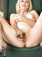 Mature blonde happily spreads