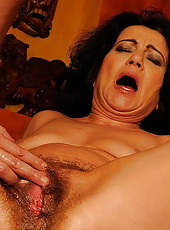 Gorgeous brunette mom shows off her hairy parts