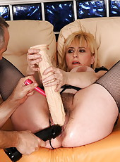 Beverly loves when her mature cunt filled w dildos