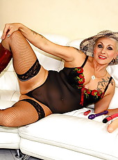 Nasty old tattooed granny spreads wide her twat