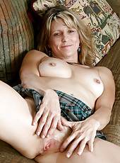 Blonde Anilos cougar Berkley shows off her perky tits and dripping pussy