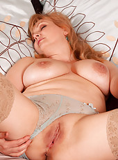 Horny cougar Anilos fucks herself really hard using her fave toy on the bed