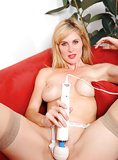 Cougar Kate Kastle spreads her hot ass on the couch to show her pink twat from her back
