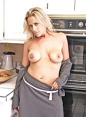 Sinful anilos blonde milf Kylie Worthy sucks on a cock like a champion before thrusting her pussy on it