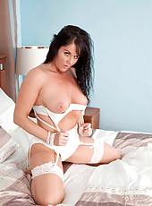 Tempting Anilos Leah shows off her big tits and hot mature pussy