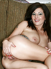 Pretty housewife loves to flaunt her sweet milf ass and pussy