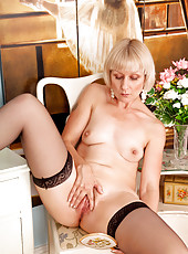 Horny nude Anilos lady loves spreading her pink pussy lips wide