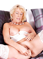 Cock starved Anilos Regie pleasures herself with a dildo