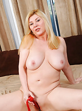 Thick Anilos cougar takes off her robe and gives her milf pussy a deep fucking