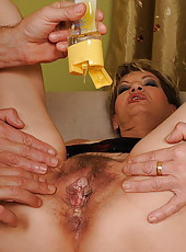 Horny old granny Gyna puts speculum into her slot