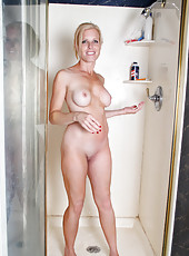 Anilos Georgie shaves her wet creamy pussy inside the bathroom