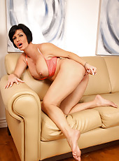 Sexy Anilos next door fucks a fat glass dildo in her tight milf pussy
