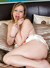45 year old Silky Thighs Lou prbes her pussy with a golden toy