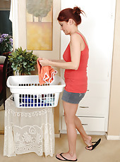 Athletic housewife Lya Pink prepares her laundry by getting naked