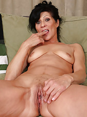 52 year old Kitty S from AllOver30 plugs her fingers deep into her pussy