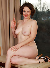 Horny housewife Artemesia from AllOver30 showing off her natural body
