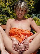 At 45 years old Sherry D looks fantastic naked outdoors in the sunshine