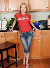 Blonde housewife Willow slides out of her denim and fingers her box