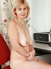 Real housewife Nella from AllOver30 showing off her all natural titties