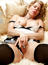 48 year old Lauren E from AllOver30 enjoying a little private time