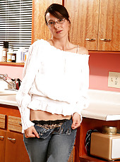 Skinny MILF with large nipples spreads her ass in the kitchen