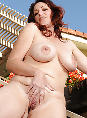 37 year old Ryan from AllOver30 massages her pussy outdoors
