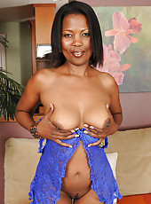 Ebony housewife Sapphire from AllOver30 spreads her mature black ass