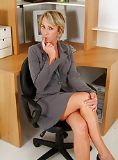 Watch this MILF secretary strip out of her suit and start spreading