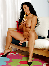 Tanned MILF Laura strips and plunges a vibrator deep into her pussy