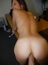 Watch my hot wife daisy suck my cock on my amateur pics