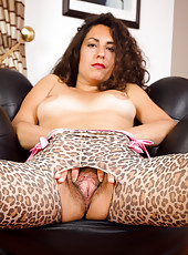 Horny and hairy MILF Isabelle from AllOver30 in hot leopard tights