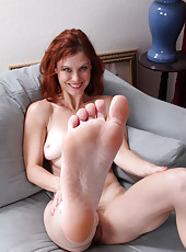Gorgeous 39 year old Jessica Adams shows off her clean sexy feet