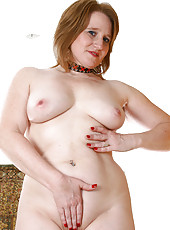 BBW MILF Shawn spreads her 24 year old pussy wide for the world