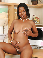 Ebony 41 year old Sapphire from AllOver30 wants to see your yock