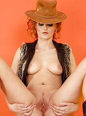 Sexy MILF Mija from AllOver30 posing naked with a cowboy hat