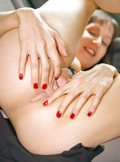 Petite 41 year old brunette fingers her mature pussy in the limosine