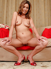 Gorgeous 39 year old Linda Cain strips and spreads her mature pussy