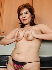 33 year old exotic redhead Vernica Devil spreads in the kitchen