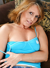 Hot 42 year old Margrit displays a nicely trimmed mature pussy