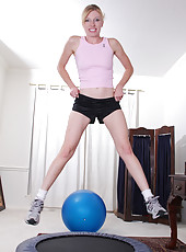 Pale blonde MILF with a shaven box has fun with her palotti ball
