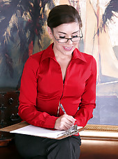 Gorgeous office MILF Annabelle Genovisi spreads wide on the desk
