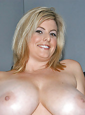 This hot blonde babe has enourmous titties