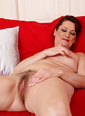 45 year old Gigi from AllOver30 tugging at her thick and mature bush