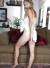 Lacey 52 year old Sienna from AllOver30 spreading her mature legs