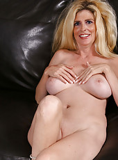 At 39 years old Sugar keeps her mature pussy nice and shaved
