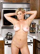 Busty housewife shows us her kitchen specialty