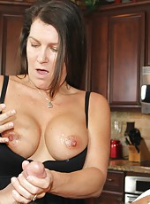 Sadie Michaels gives a nice over 40 handjob
