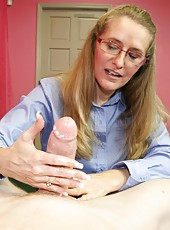 Milf Sara James gives Joey an awesome tugjob