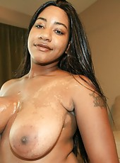 Big boob ebony Desiree handjob